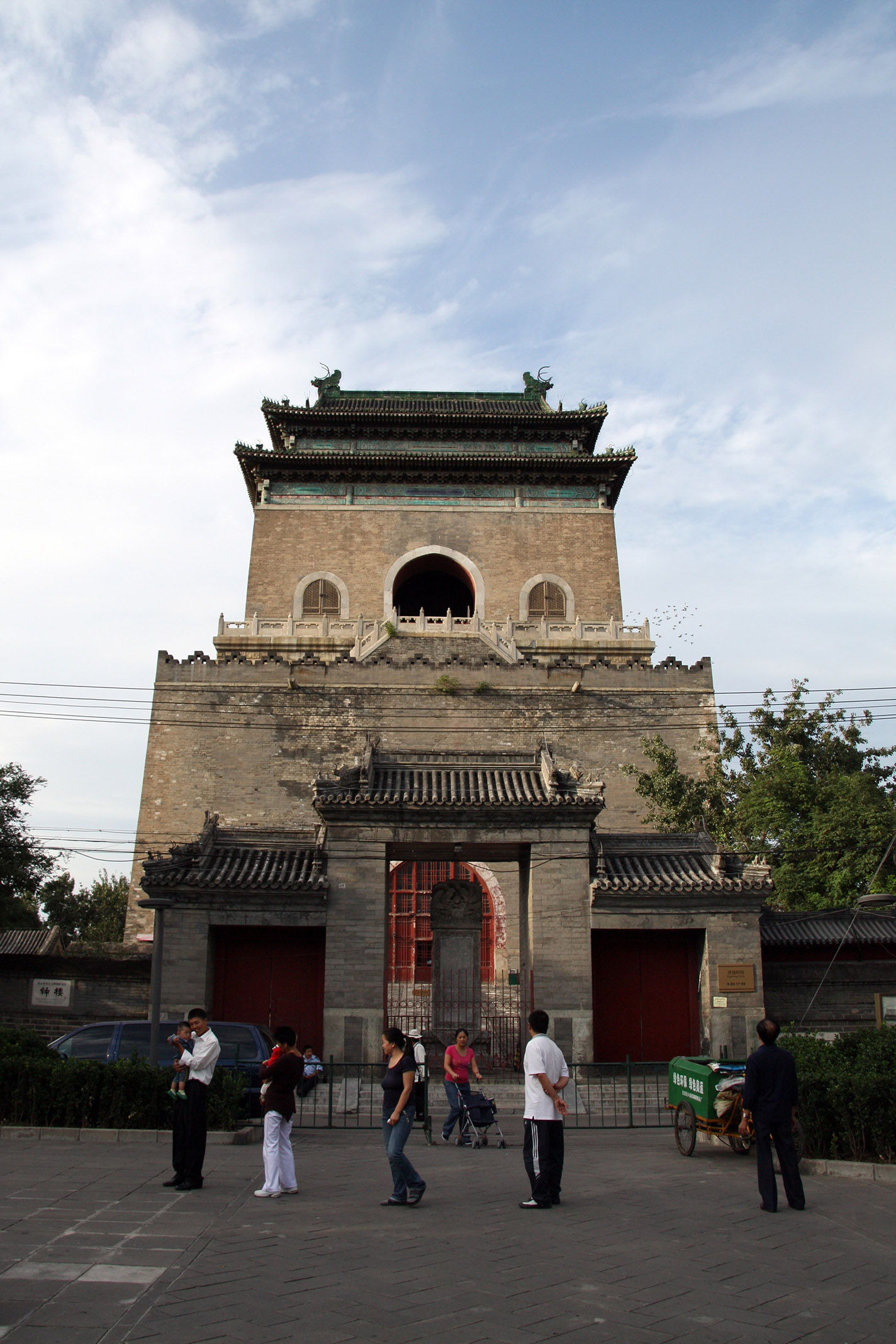 Gulou_Zhonglou_DrumBellTower_1a.jpg - The drumtower is north of the forbidden city...