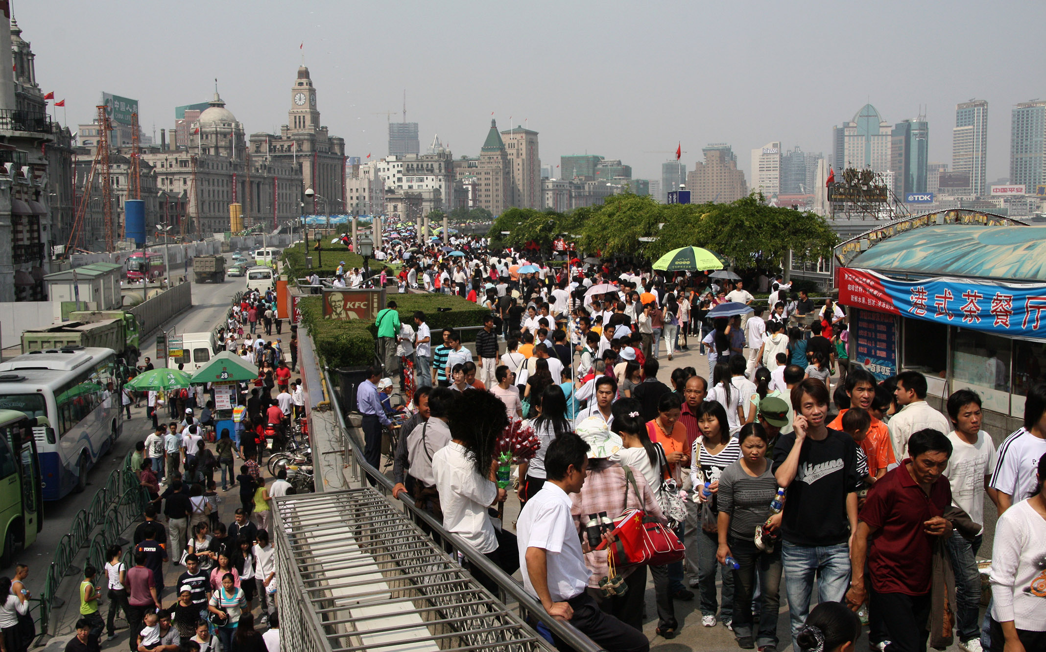 "Street_People_Masses_4.jpg - Masses at the ""Bund"" a famous promenade near the river..."